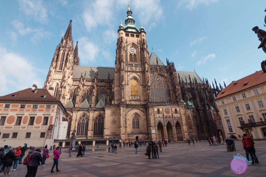 Itinerario para visitar Praga en tres días - Fachada del Castillo de Praga - Patoneando blog de viajes