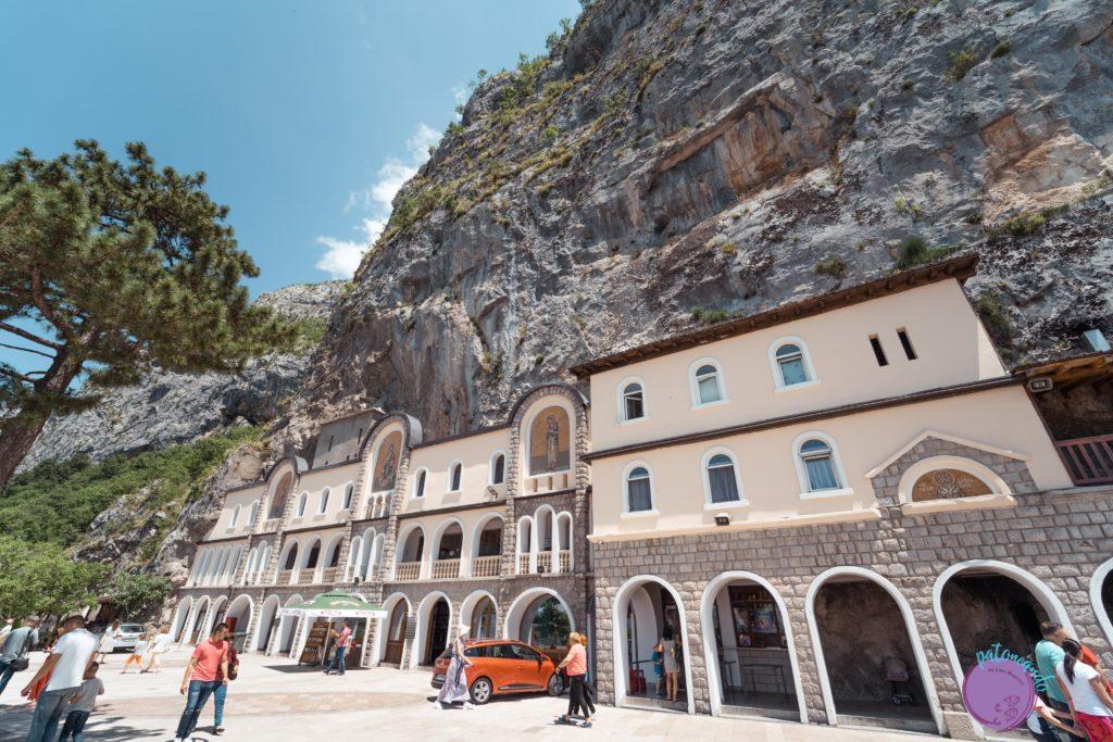 Ruta por Montenegro, Europa - Monasterio de Ostrog - patoneando blog de viajes