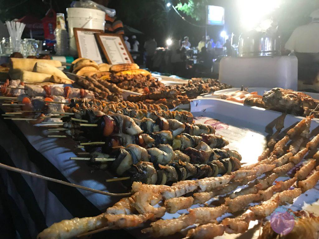 Consejos para viajar a Zanzibar - mercado nocturno en Stone Town -Patoneando blog de viajesI