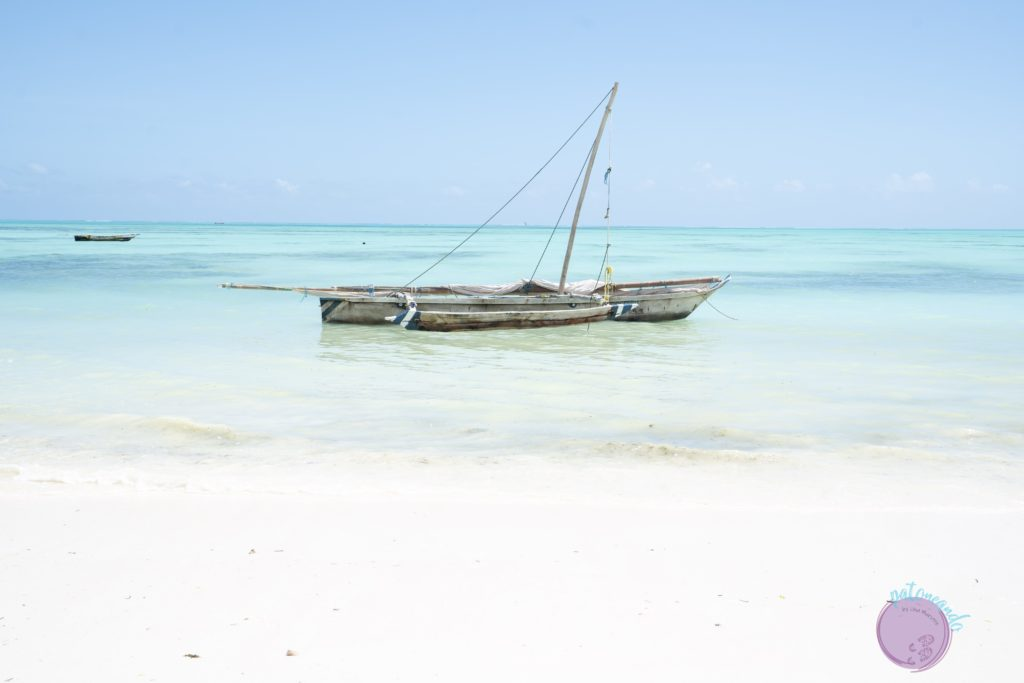 Consejos para viajar a Zanzibar - velero dhow en zanzibar - Patoneando blog de viajes