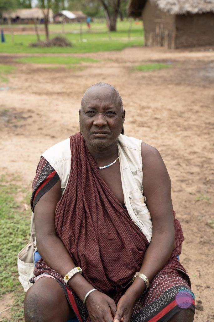 Hombre masai en Tanzania - quienes son los masai - Patoneando blog de viajes