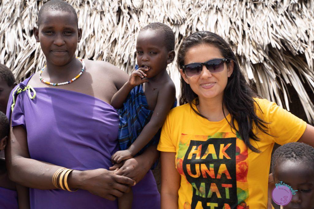 Visitando una aldea Masai en Paracuyo, Tanzania - viajera con Masai -quienes son los masai - Patoneando blog de viajes