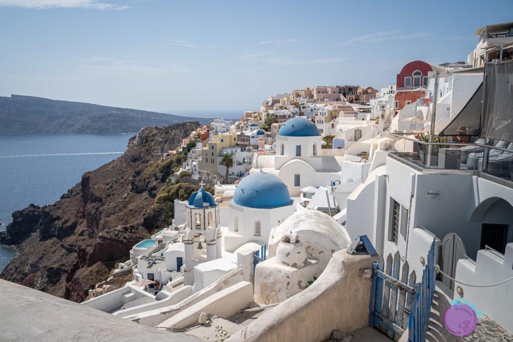 Guia para viajar a Santorini, Grecia - tejados azules en Fira -Patoneando blog de viajes