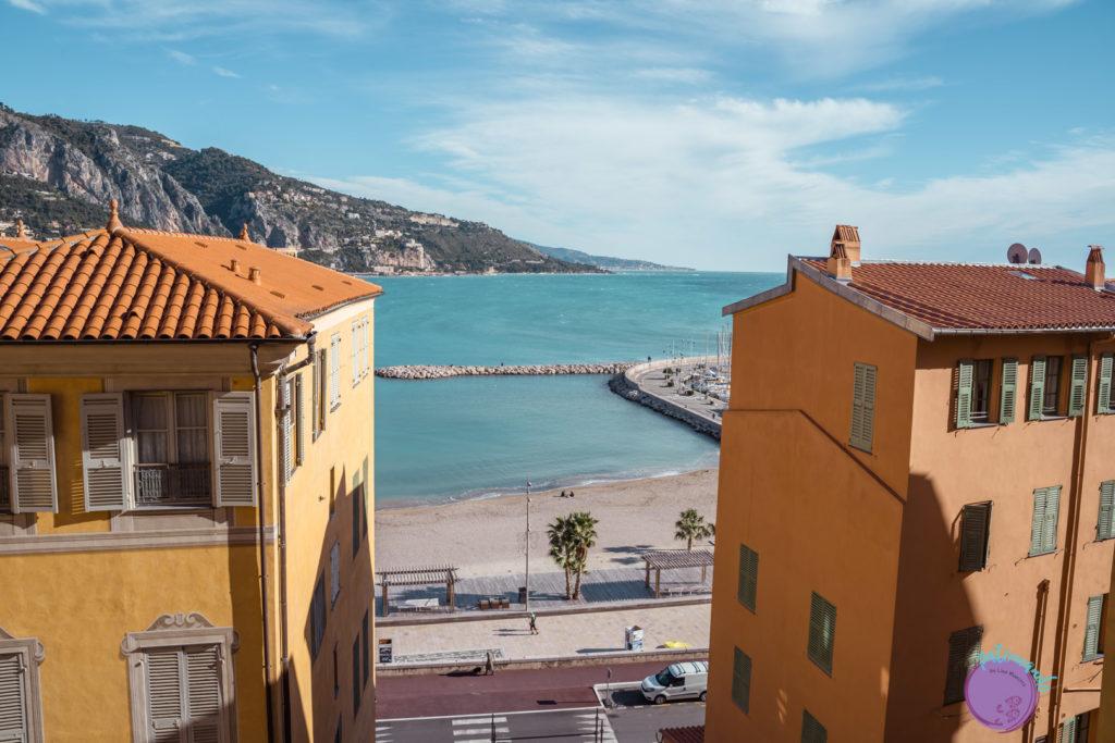 Qué ver en la costa Azul de Francia - vista de la playa Menton - la Riviera francesa - Patoneando Blog de viajes